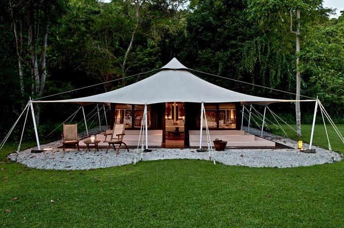 12 Hotel Tepi Pantai Terbaik di Indonesia - Amanwana Ocean Tent
