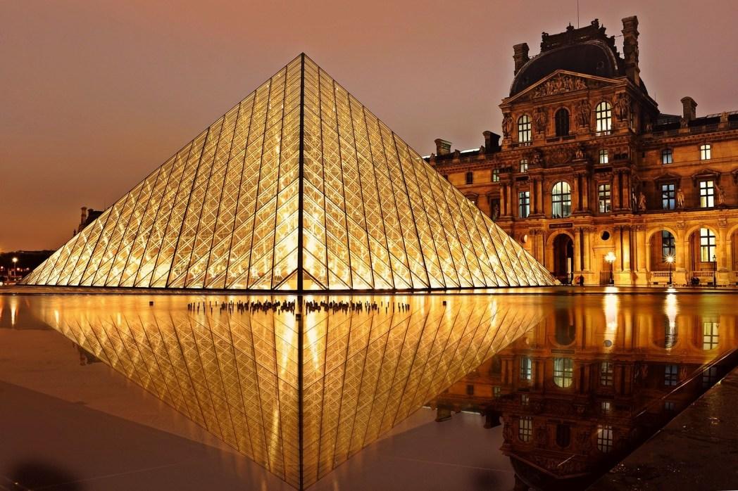 Telusuri jejak sejarah Islam di Museum Louvre yang megah.