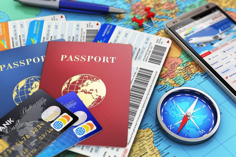 Gambar paspor, kartu kredit / debit, dan peta