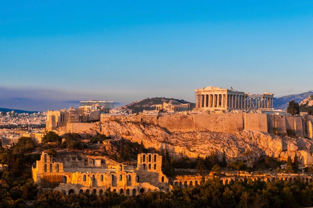 Bukit Acropolis di Yunani.