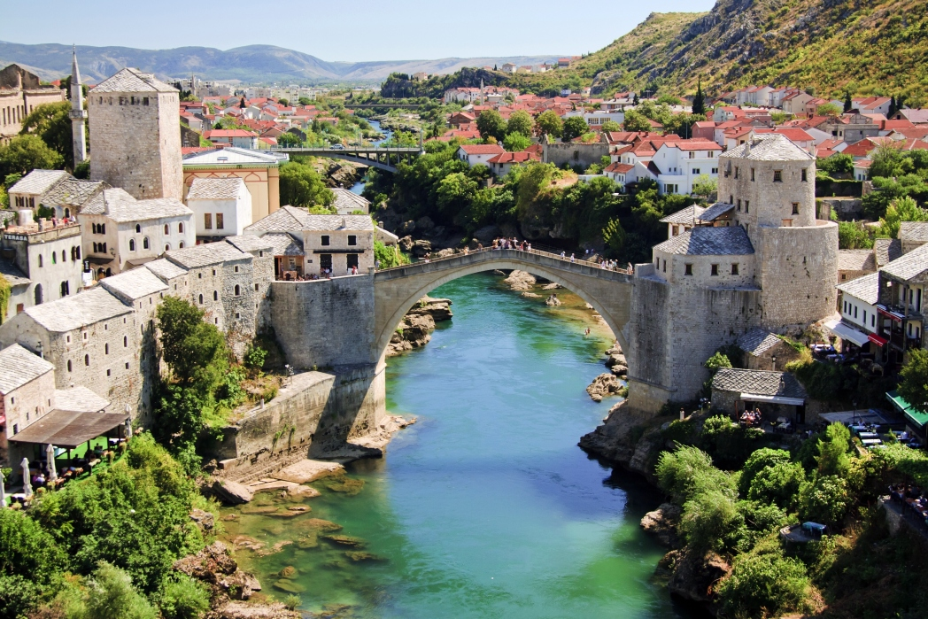 Stari Most, ikon Bosnia-Herzegovina yang wajib dikunjungi.
