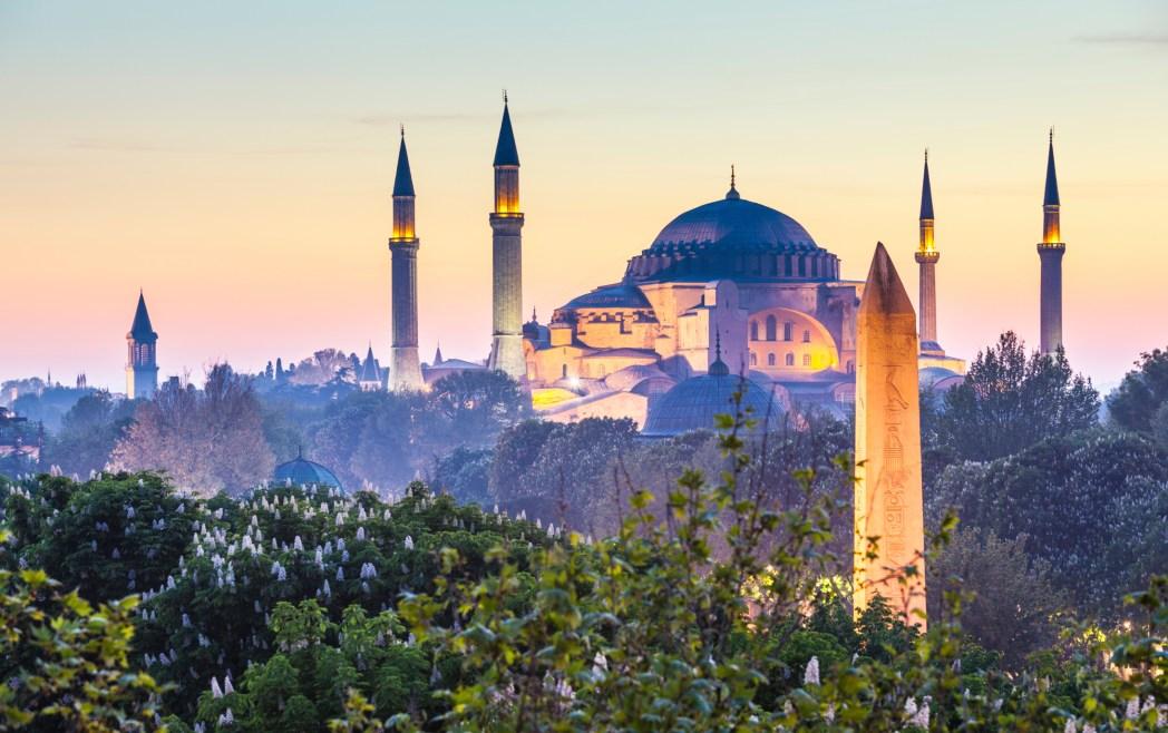 """Masjid Sultan Ahmed atau yang dikenal dengan sebutan """"Blue Mosque"""""""