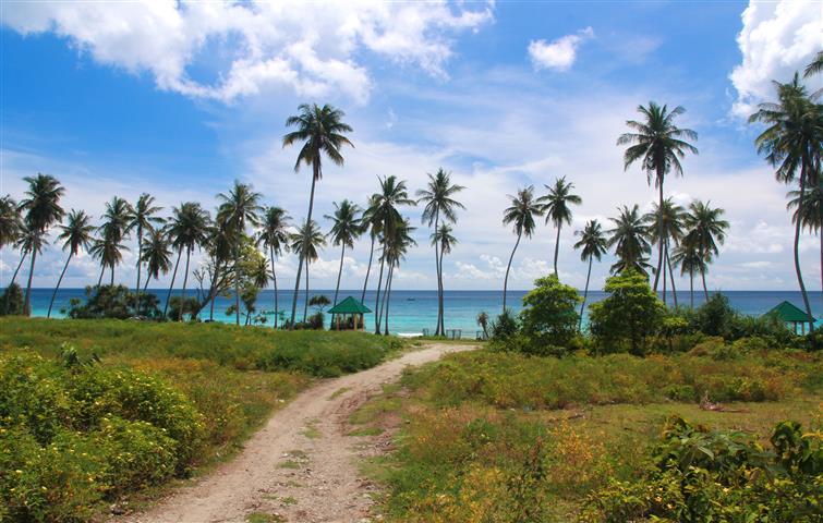 pantai-sumur-tiga-pulau-weh-sabang-banda-aceh-sumatera-indonesia-skyscanner