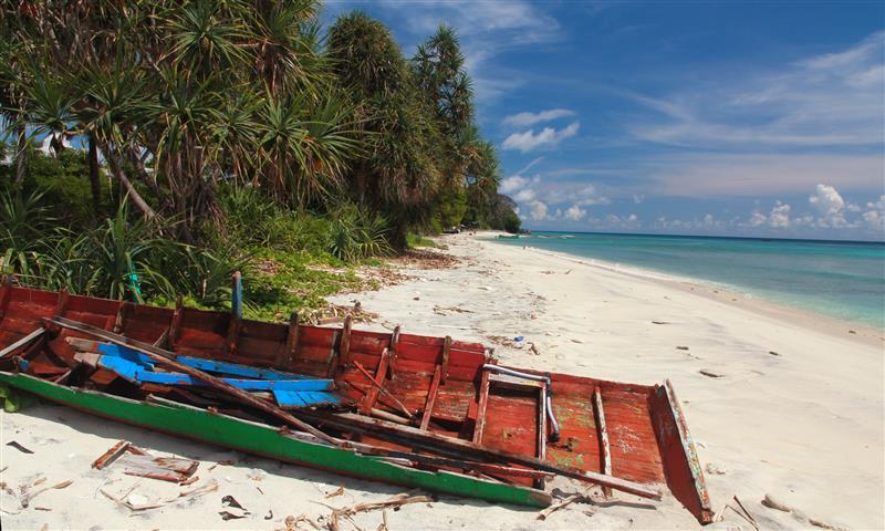 pantai-tapak-gajah-pulau-weh-sabang-banda-aceh-sumatera-indonesia-skyscanner